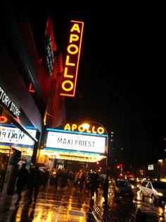 Apollo Theater in New York, NY Uitgaan... Dit theater ligt in Harlem. Eén van de meest levendige delen van de stad.  Voor tickets en evenementen: https://www.apollotheater.org/all?grid=true