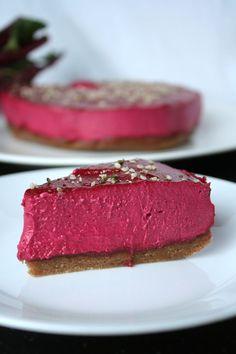 Raw vegan beet cashew cheesecake