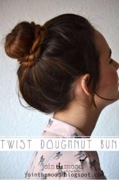 Coole Haar Tutorials für den Sommer - Twist Donut Bun - Einfache Frisuren und kreative Looks für Hair - Beachy Wellen, Frisuren für kurze Haare, mittellanges und langes Haar - Pferdeschwänze, Hochsteckfrisur Ideen und schnelle Last Minute Frisur für Teens, Jugendliche und Frauen http://diyprojectsforteens.com/cool-hairstyles-summer