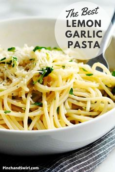 Easy and healthy Lemon Garlic Pasta with a creamy sauce of butter, olive oil, and plenty of fresh lemon juice and zest! Made in just 20 minutes! Once of those pasta recipes that you'll turn to over and over! Garlic Butter Pasta Sauce, Olive Oil Pasta Sauce, Pasta With Lemon Sauce, Lemon Garlic Pasta, Pasta Sauce Recipes, Easy Pasta Recipes, Ramen Recipes, Cooking Recipes, Pasta Sauces
