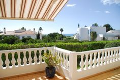 Perfect balance of shade and sunbathing spots on this terrace. Also has a stunning ocean view! #Carvoeiro