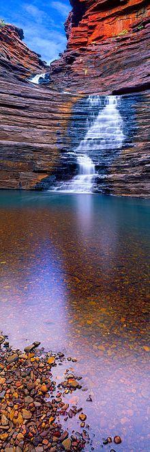Parque Nacional Karijini, Australia / El Parque Nacional Karijini es un parque nacional ubicado en la Cordillera Hamersley de la Región de Pilbara al noroeste de Australia Occidental. Está situado aproximadamente a 1.055 km de Perth