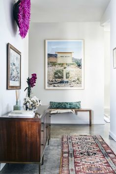 Right upon walking into the Dallas home of Homepolish designer Erika Yeaman, the mood is set. A vintage Kilim rug, eclectic art, and a funky textured wall hanging all come together for tons of color and texture.