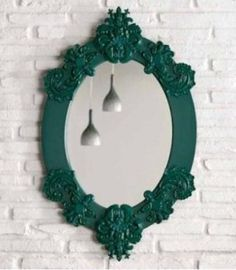 Adding a vintage mirror to modern furniture adds depth. A neo-baroque frame, for example, could be painted in an unusual color.
