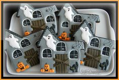 Andrea Haunted Houses Haunted House Halloween cookies Source by itsyummi Thanksgiving Cookies, Fall Cookies, Cute Cookies, Holiday Cookies, Cupcake Cookies, Iced Cookies, Halloween Snacks, Spooky Halloween, Halloween Goodies