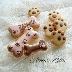本日のウエルカムクッキー♪ ワンちゃんがお好きな生徒さまへ #アイシングクッキー教室#犬#骨#icing#icingcookie#dog#bone#frosting#大阪#池田#箕面#川西#豊中#北摂#西ノ宮#神戸#アトリエライラック Dog Cookies, Fancy Cookies, Easter Cookies, Royal Icing Cookies, Holiday Cookies, Cookie Designs, Cute Food, Cakes And More, Dog Treats