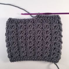Make these amazing boot cuffs by Elin Stoodley from @pandagourgh They are quick and easy to make and only use 1 ball of yarn! A great make for a Saturday afternoon.