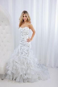 Princess organza sleeveless bridal gown