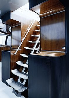 This stairs look easy to use even when the boat is heeled and they also look quite light.