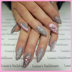 Acryl nagels Gellak roze grijs nailart glitters steentjes