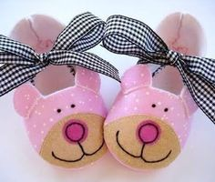 Bear Baby Booties Shoes Sewing Pattern PDF by preciouspatterns Doll Shoe Patterns, Baby Shoes Pattern, Sewing Patterns, Baby Alive Doll Clothes, Ag Doll Clothes, Felt Baby Shoes, Crochet Baby Shoes, Crafts To Do, Felt Crafts