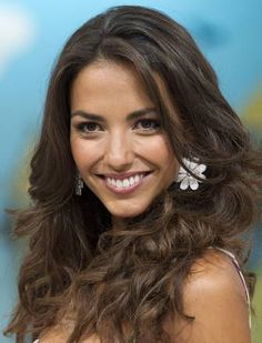 Laura Barriales (León, 18 settembre è una modella, showgirl, conduttrice televisiva e attrice spagnola. The World Race, The Great Race, Flawless Beauty, Showgirls, Dark Hair, Long Hair Styles, Dark Teal Hair, Long Hair Hairdos, Long Hairstyles