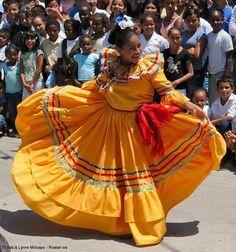 Honduras history Roatan expresses its colorful culture! Trinidad Y Tobago, Tegucigalpa, Roatan, Folk Dance, Folk Costume, Central America, North America, Traditional Dresses, Rock