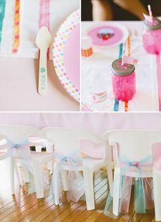 Preciosas cintas de tul para adornar una silla / Chairs decorates with beautiful tul ribbon
