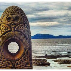This is a modern sculpture inspired by ancient Celtic stones. It stands in Bundoran Co. Donegal and was created by local sculptor Brendan McGloin  This picture is by @selfdiscoveries