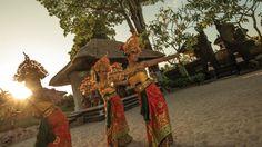 Enjoy a Bali vacation at luxurious Four Seasons Resort Bali at Jimbaran Bay, surrounded with views of the Indian Ocean and close to many attractions like Seminyak, Nusa Dua.