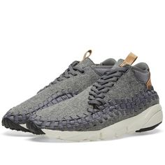 The striking woven uppers of Nike's Footscape Chukka sees the textile uppers elevated with leather detailing for a premium touch. The addition of rubber in the heel and toe boosts the level of traction, while the lightweight foam midsole boast a comfortable ride. Sat upon a rubber outsole with deep flex grooves for a natural range of motion.  Woven Textile Uppers Leather Detailing Lightweight Foam Midsole Rubber Heel & Toe Deep Flex Grooves Style Code: 857874-002