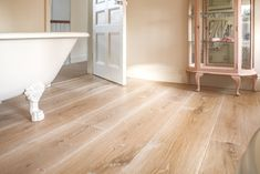 We embrace the modern world with that are as practical as they are beautiful. And if you want a special colour or finish, we are here to make your truly unique. Reclaimed Oak Flooring, Wood Floor Bathroom, White Oak Floors, Floating House, Clawfoot Bathtub, Solid Oak, Craftsman, Design Inspiration, Modern
