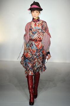 Vivienne Westwood Fall 2012 Ready-to-Wear Fashion Show Collection