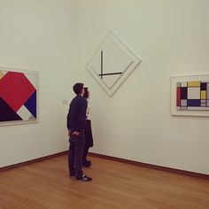 """People enjoying art  #mondriaan #stedelijk #museum #art #exhibition #painting"""