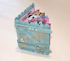 Mi flip flap flop book, o vaya, lo que es lo mismo, un mini álbum scrapbook Popsicle Stick Crafts, Craft Stick Crafts, Paper Crafts, Popsicle Sticks, Diy Crafts For Gifts, Diy Arts And Crafts, Mini Albums, Mini Album Scrapbook, Scrapbook Cover