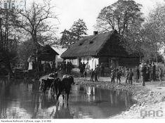 Bronowice (zasłynęły dzięki St.Wyspiańskiemu, który uwiecznił je w ,,Weselu''. Bronowice - dawna podkrakowska wieś - właściwie dwie wsie : Bronowice Małe i Wielkie - dzisiaj część Krakowa.)
