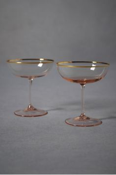 I want old fashion champagne glasses to be used....