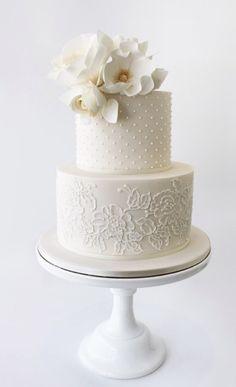 Wedding Cake Inspiration - Faye Cahill Cake Design Hochzeitstorte Inspiration - Faye Cahill Ca White Wedding Cakes, Elegant Wedding Cakes, Beautiful Wedding Cakes, Wedding Cake Designs, Beautiful Cakes, Cake Wedding, Elegant Cakes, Trendy Wedding, Wedding Venues