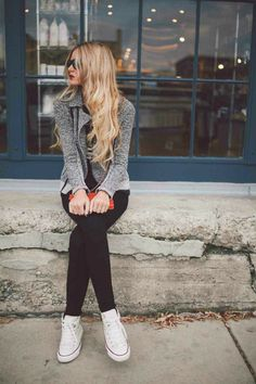 Sneakers outfit: White converse, black skinny jeans, gray blazer and sunglasses.