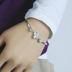 Looks weird on a mannikin's hand but very pretty bracelet