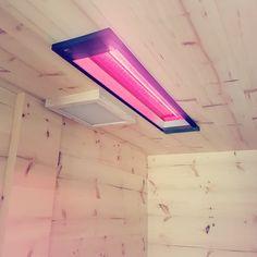 Deckenstrahler mit Tiefenwärmestrahler in einer Liegekabine aus Zirbe  By Gurtner Wellness GmbH  www.gurtner-infrarot.at  #Liegekabine #Rotlichtstrahler #waermekabine #Tiefenwaermekabine #Sauna #Saunabau #Vollholzsauna #Saunahersteller #vollspektrumstrahler #oberoesterreich #riediminnkreis #MadeinAustria #rotlichtlampe #Infrarotkabine #deckenstrahler