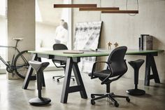 Over 35 years ago two young designers at Wilkhahn recognized that sitting still cannot be healthy. Both of them wanted to give adults their natural mobility back. So stay fit at work and in your Homeoffice