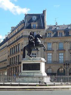 La Place des Victoires, l'ancienne Place Louis XIV, une des cinq Places royales de Paris
