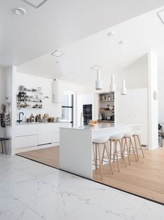 〚 Bright apartment in Finland with a dark floral bedroom 〛 ◾ Photos ◾Ideas◾ Design Scandinavian Kitchen, Scandinavian Style, Smart Home Ideas, Small Basement Kitchen, Basement Kitchenette, White Wood Kitchens, Bright Apartment, Gravity Home, New Interior Design