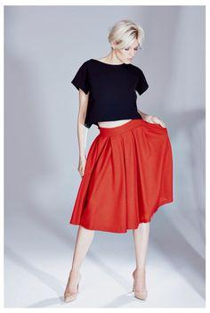 Czarny top oversize i wełniana , układana spodnica z kolekcji AW 2014/15 THECADESS