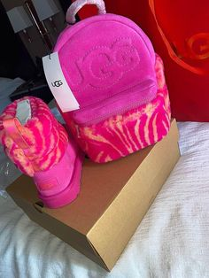 Ugg Winter Boots, Ugg Boots, Winter Fits, Winter Gear, Hype Shoes, Cute Comfy Outfits, Casual Outfits, Fresh Shoes, Pretty Shoes