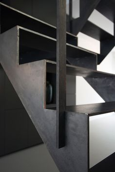 Thomas Bennen, U. Staircase Architecture, Staircase Handrail, Stair Railing, Railing Design, Staircase Design, Stair Elevator, Steel Stairs, Stair Detail, Modern Stairs
