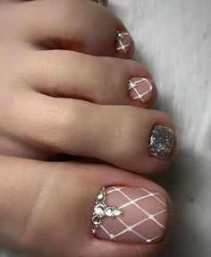 Newest Free of Charge Toe Nail Art pedicures Popular Usually if we presume regarding feet, the world thinks they are filthy and definite… in 2020 Simple Toe Nails, Pretty Toe Nails, Cute Toe Nails, Summer Toe Nails, Cute Acrylic Nails, Nail Art Designs, Toe Nail Designs, Acrylic Nail Designs, Glitter Pedicure Designs