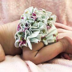 Onesie Pattern, Baby Pants Pattern, Free Diapers, Cloth Diapers, Baby Clothes Patterns, Baby Patterns, Free Diaper Cover Pattern, Ruffle Diaper Covers, Diaper Sizes
