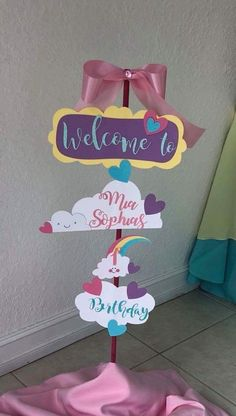 Lorena Carrera's media content and analytics Baby Girl 1st Birthday, Rainbow Birthday Party, Birthday Fun, Birthday Parties, Rainbow Party Decorations, Diy Baby Shower Decorations, Rain Baby Showers, Party Frame, Rainbow Candy