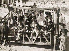 Büyük ahşap salıncak (1920'ler) #istanlook #nostalji
