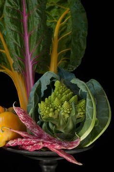 Romanesco Cauliflower with Rainbow Chard Fruit And Veg, Fruits And Vegetables, Fresh Fruit, Photo Fruit, Rainbow Chard, Beautiful Fruits, Colorful Fruit, Food Styling, Food Art