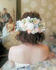 「お色直しは手作り造花でお花もりもり♪ #ヘアアレンジ#ボブ#ダウンスタイル #お色直し#カラードレス#ヘアセット#ヘア#手作り#フラワー#造花#結婚式#hairstyle #wedding#bridal#hair#hairdo #Instagram#プレ花嫁#花嫁#花嫁準備 #ヘッドパーツ #ヘッドドレス」