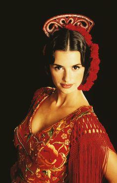 Visit Andalusia and experience a Flamenco! Shows in Málaga, Córdoba and Jerez. Penelope Cruz, Spanish Dance, Spanish Woman, Foto Portrait, Spanish Actress, Spanish Fashion, French Fashion, European Fashion, Fashion Tips For Women