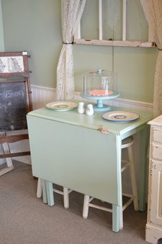 Vintage DropLeaf Breakfast NookTable by TheOldStash on Etsy, $149.00