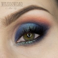 Sea stories, navy and peach makeup