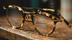 Tortoise glasses by Oliver Peoples Looks Style, My Style, Classic Style, Estilo Cool, Four Eyes, New Glasses, Vogue, Womens Glasses, Oliver Peoples
