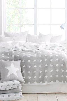 Ellos Home Bess-päiväpeite, cm J's bedroom Star Bedding, Creation Deco, Home And Deco, Home Decor Bedroom, Bedroom Modern, Girls Bedroom, Decoration, Pillows, Furniture