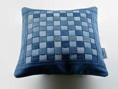 Kissenhüllen aus Jeans kissenbezüge klamotten blau                                                                                                                                                     Mehr