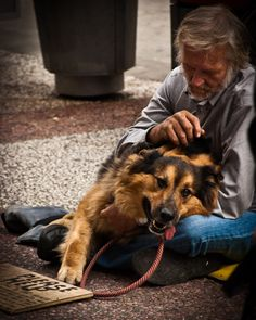 Vancouver: Sometimes the only companion we have is a dog - HomeLess, HomeLessNess, Sans Abris, Poverty, Pobreza, Pauvreté, Povertà, Hopeless, JobLess, бідність, Social Issues, Awareness
